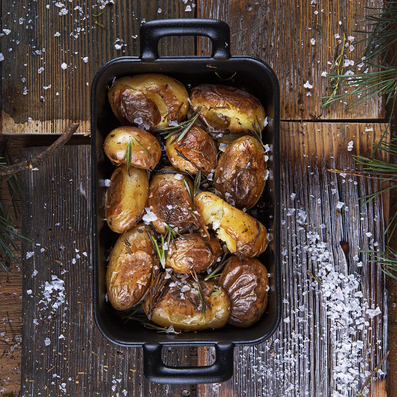 Traiškytos mažos bulvytės su alyvuogių aliejumi ir rozmarinais